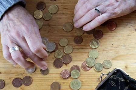 Armoede-munten met handen-web